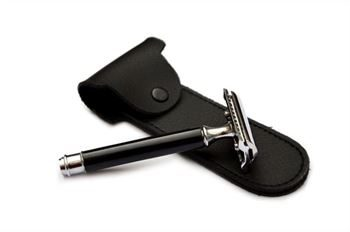 DE Safety Razor Black And Chrome With Case Short Handle DE72